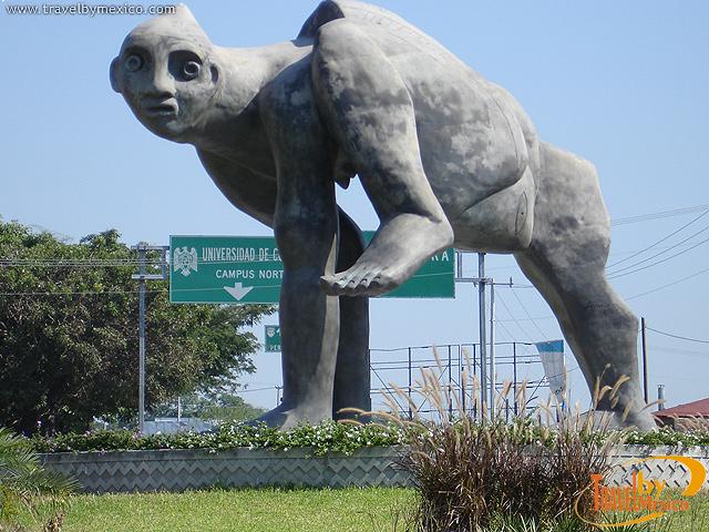 Hombre Deforme, escultura en Colima