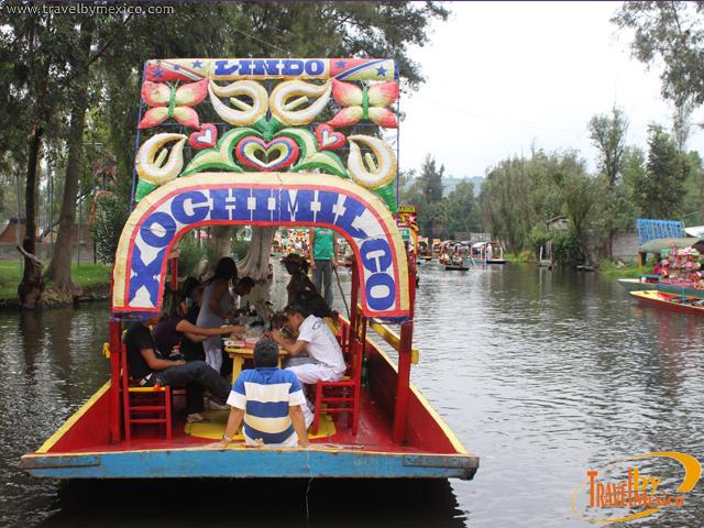 Paseo en trajineras por los canales de Xochimilco