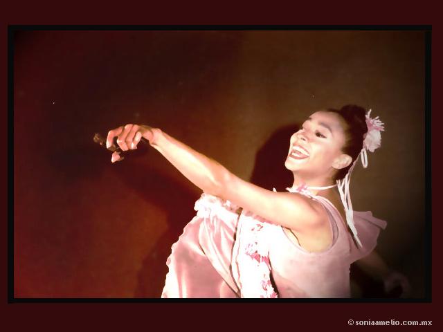 El Presidente ruso condecoró a la bailarina mexicana Sonia Amelio