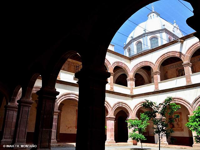 F. Calderón entregó museo y ex convento en Tzintzuntzan