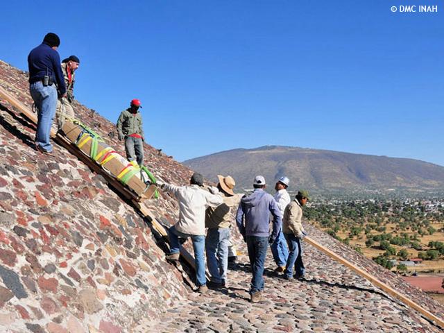 Hallan monumentos en la cúspide de la Pirámide del Sol