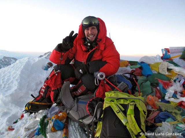 Alpinista mexicano establece récord mundial en el Everest