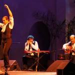 Paco de Lucía con músicos, cantaores y bailarín de Flamenco