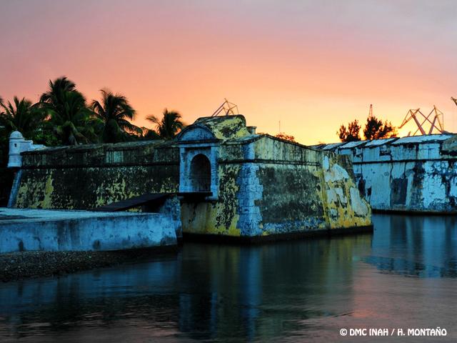 """Fortaleza de San Juan de Ulúa """"Muros hechos de Mar y de Historia"""""""