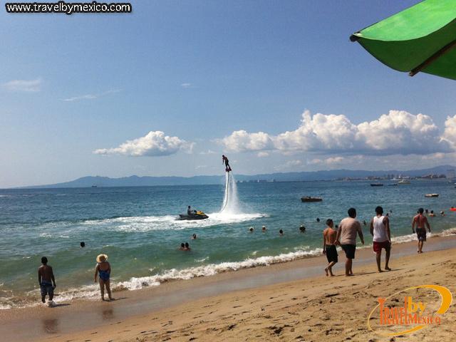 Prueba el Flyboard y vuela como Ironman en las playas de México