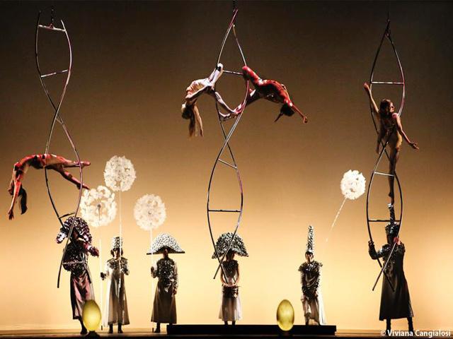 La obra surrealista de teatro acrobático 'La Verità' está de gira en México