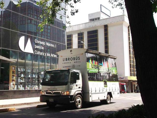Gira Junio 2015 de la librería itinerante Librobús en Vallarta, Ciudad de México, y más lugares