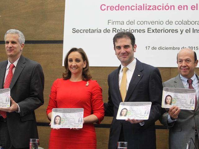 A partir de 2016, mexicanos en el extranjero podrán tramitar su credencial de elector