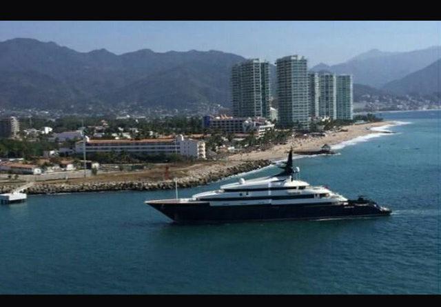 Steven Spielberg decidió alquilar su asombroso mega yate actualmente anclado en Puerto Vallarta