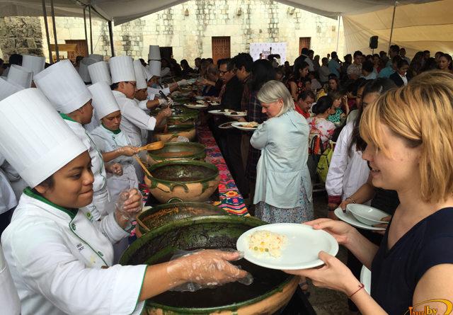 No te pierdas el Festival de los Moles en la extraordinaria Oaxaca. Un evento que enmarca las actividades de la Guelaguetza.