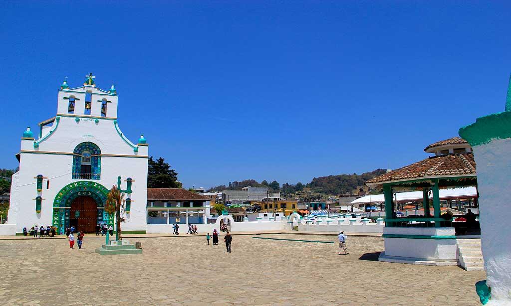 San juan chamula y su iglesia san cristobal de las casas for Atrio dentro casa