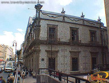 Centro hist rico de m xico ciudad de m xico travel by for Casa de los azulejos ciudad de mexico cdmx