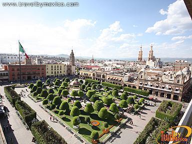 Plaza de los m rtires del dos de enero le n travel by m xico - Esquelas leon los jardines ...