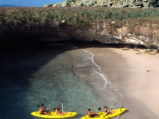 Parque nacional islas marietas puerto vallarta travel by mxico playa escondida solo accesible en marea baja thecheapjerseys Image collections