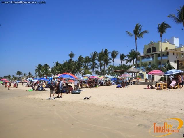 Playa rinc n de guayabitos guayabitos travel by m xico for Bungalows villas del coral los ayala