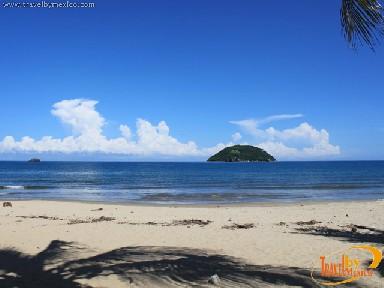 The Islands of El Coral y El Cangrejo