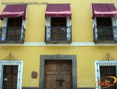 Callej n de los sapos puebla travel by m xico for Casas antiguas remodeladas