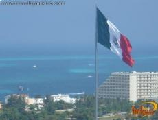 Gigantesque Drapeau du Mexique à Cancun