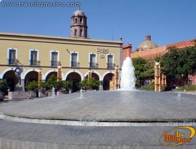Plaza de la constituci n quer taro for Cafe el jardin centro historico